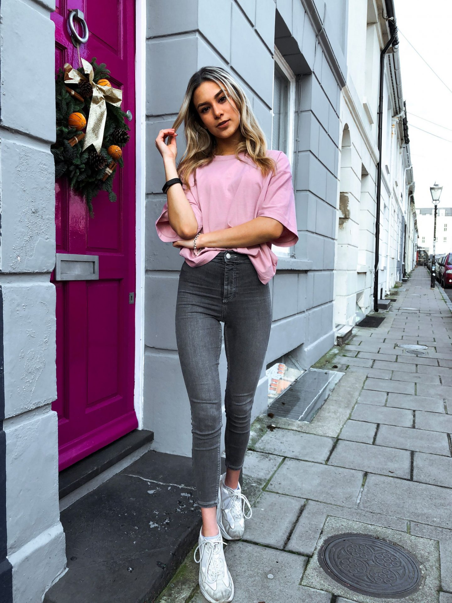 yasmin stefanie topshop boxy tshirt joni jeans ciara chunky trainers