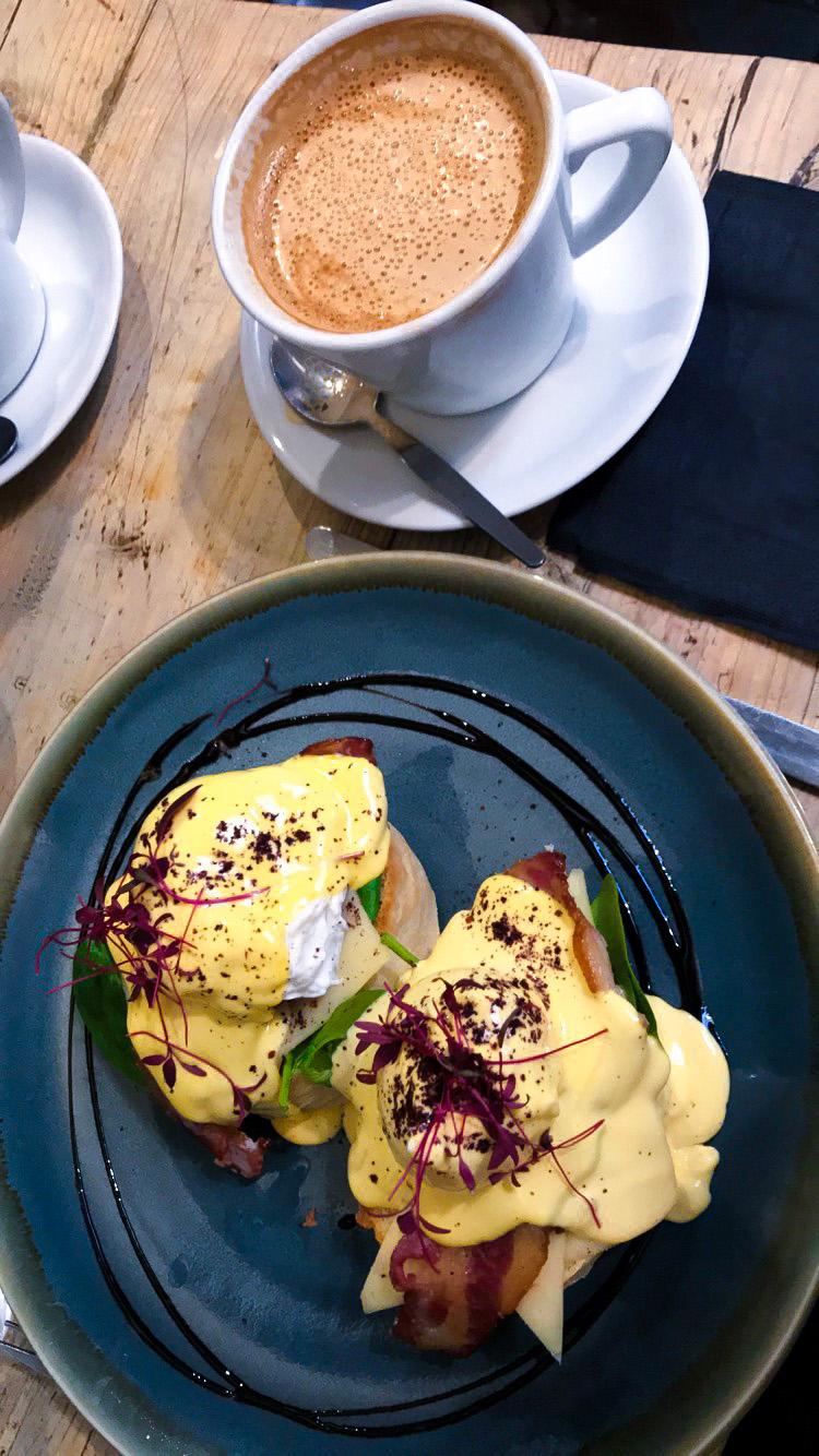 yasmin stefanie jenni roberts brighton hove brunch cafe coho eggs benedict