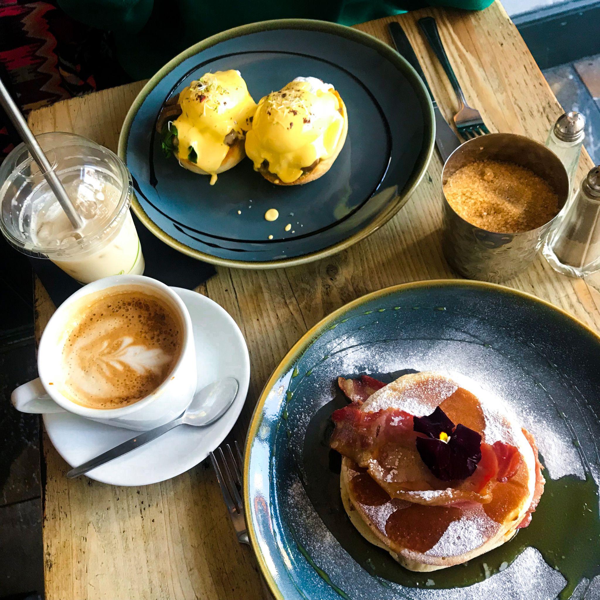 yasmin stefanie jenni roberts brighton hove brunch cafe coho pancakes eggs benedict